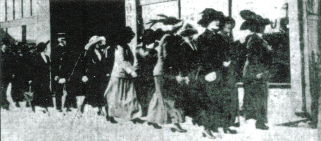 Women being gathered up during the Stingaree Raid of 1912. (Courtesy GHF)