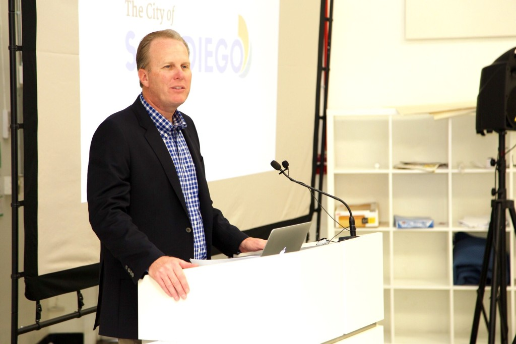 "Mayor Kevin Faulconer addresses the SDXD networking group participants at the ""Hackathon"" on Feb. 21. (Courtesy City of San Diego)"